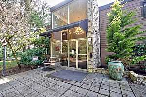 MLS # 19673874 : 1500 SW SKYLINE BLVD  UNIT 15
