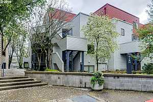 MLS # 19688400 : 720 NW NAITO PKWY  UNIT D22