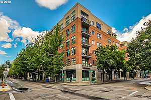 MLS # 20049764 : 820 NW 12TH AVE 406