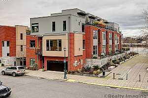 More Details about MLS # 20129248 : 1700 NW RIVERSCAPE ST