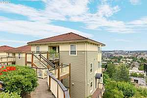 MLS # 20131994 : 330 NW UPTOWN TER 2A
