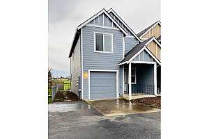 MLS # 20133743 : 162 FENTON AVE A