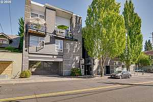 MLS # 20272083 : 1910 NE 40TH AVE H