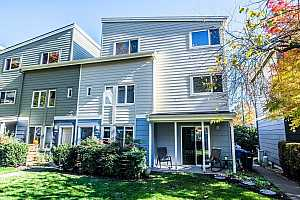 More Details about MLS # 20325834 : 3830 SE 16TH AVE