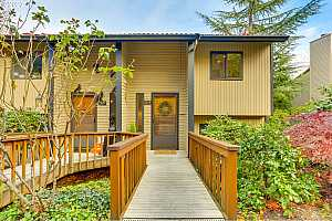 More Details about MLS # 20346353 : 2814 TREETOP LN