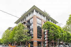 MLS # 20413945 : 1030 NW JOHNSON ST 202
