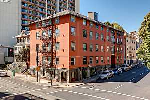 More Details about MLS # 20436778 : 1104 SW COLUMBIA ST 204