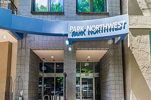 MLS # 20458527 : 327 NW PARK AVE 4B