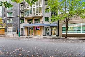 MLS # 20465209 : 327 NW PARK AVE 3C