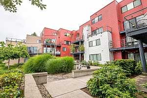 MLS # 20523475 : 720 NW NAITO PKWY D15