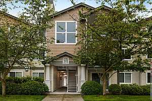 MLS # 20586960 : 770 NW 185TH AVE 205