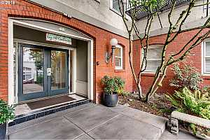 MLS # 20677227 : 731 SW KING AVE 4
