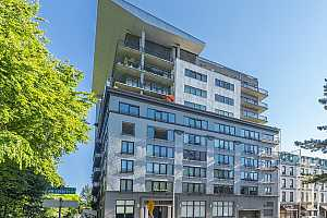 MLS # 21032667 : 300 NW 8TH AVE 306