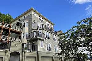 MLS # 21039626 : 315 NW UPTOWN TER 3A