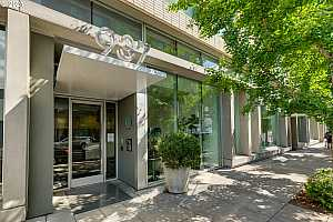 More Details about MLS # 21044470 : 937 NW GLISAN ST 1035
