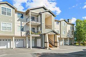 More Details about MLS # 21131495 : 10740 NE HOLLY ST 208