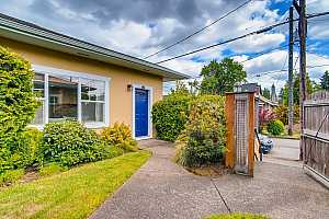 More Details about MLS # 21145565 : 5810 NE 6TH AVE