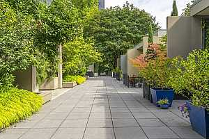 More Details about MLS # 21163419 : 255 SW HARRISON ST TH 7