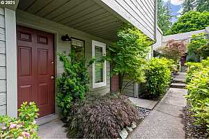 More Details about MLS # 21176611 : 4880 SW SCHOLLS FERRY RD 16