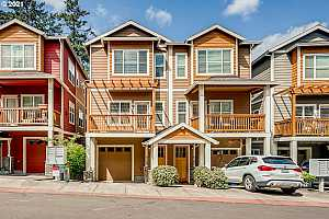 More Details about MLS # 21176729 : 5149 SW SHATTUCK RD 11