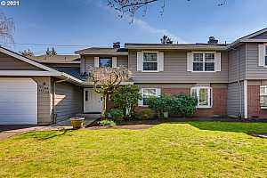 More Details about MLS # 21194675 : 564 SW EASTMAN PKWY