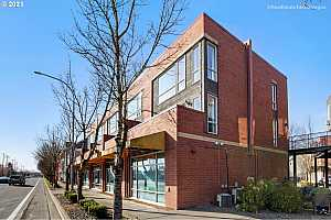 MLS # 21212565 : 17040 SW WHITLEY WAY 203