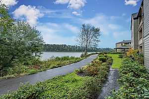 More Details about MLS # 21266688 : 5110 S LANDING DR 102