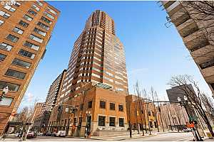 MLS # 21289336 : 1414 SW 3RD AVE 2404