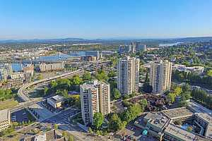 MLS # 21342647 : 2221 SW 1ST AVE 423