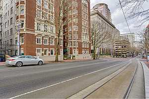 MLS # 21369294 : 1209 SW 6TH AVE 406