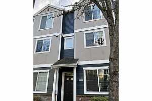 MLS # 21395325 : 10454 SW 90TH AVE 7