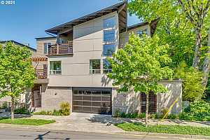 More Details about MLS # 21406697 : 512 SE 60TH AVE 202