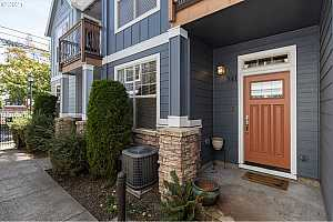 More Details about MLS # 21435815 : 341 NE BRYANT ST