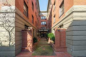 MLS # 21475226 : 2109 NW IRVING ST 208