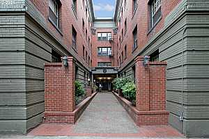 MLS # 21501513 : 2109 NW IRVING ST 402