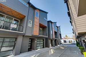 More Details about MLS # 21562113 : 1810 SE 50TH AVE