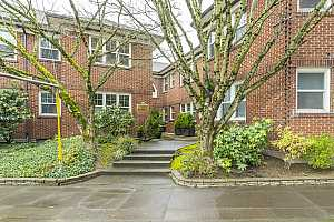 More Details about MLS # 21609596 : 701 NE 28TH AVE 5