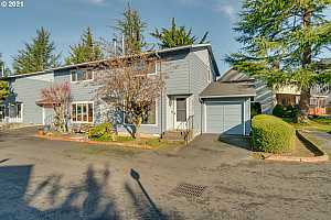 More Details about MLS # 21636755 : 18546 NE WASCO ST