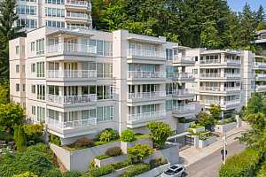 Browse active condo listings in SOUTHWEST PORTLAND
