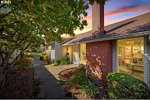 Browse active condo listings in WESTBROOK