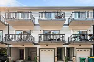 Browse active condo listings in TOUCHSTONE TOWNHOMES AT WASHINGTON SQUARE