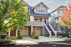 Browse active condo listings in MORRIS COMMONS