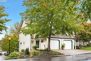 Browse active condo listings in MEEKER
