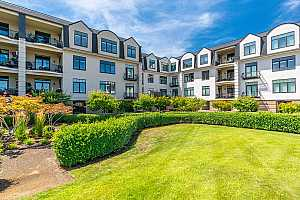 Browse active condo listings in WATERSIDE