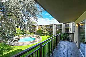 Browse active condo listings in 2393 PARK PLACE
