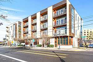 Browse active condo listings in KILLINGSWORTH STATION