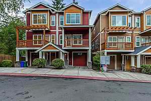 Browse active condo listings in ST GEORGES TOWNHOME